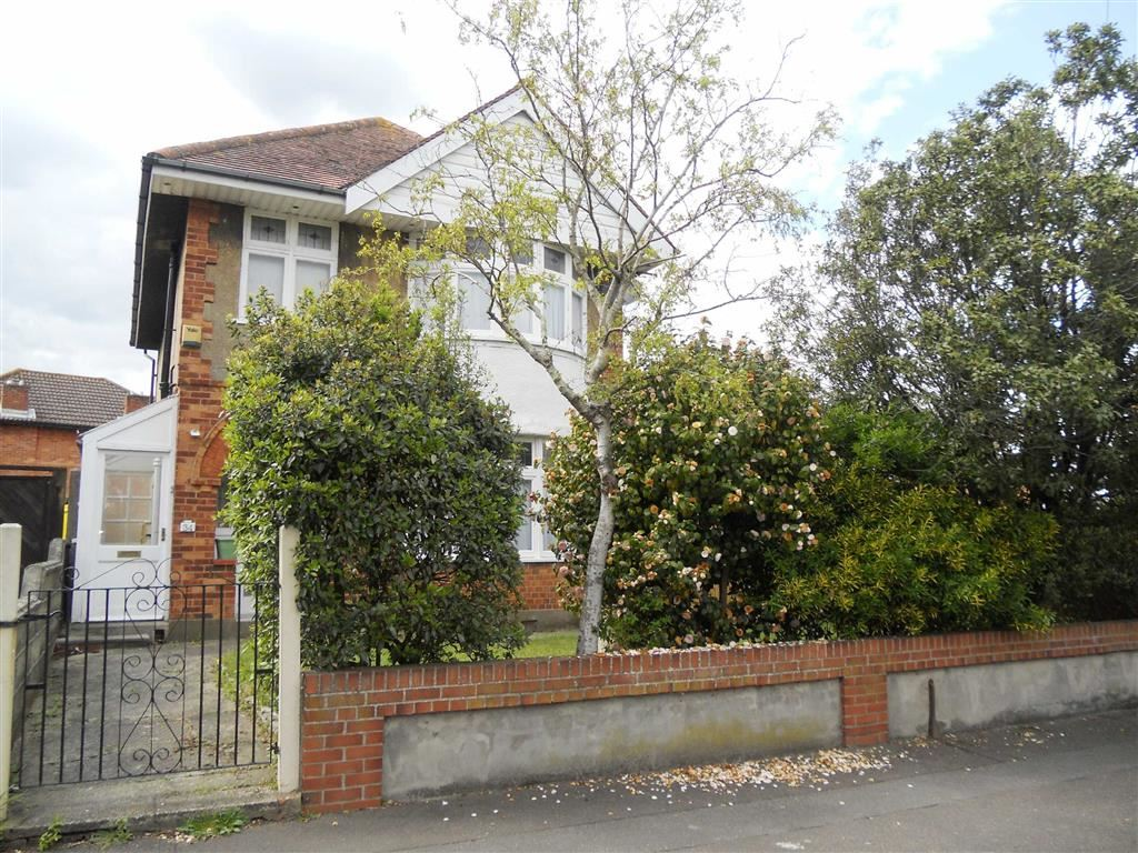 4 Bedrooms Detached House for sale in Clingan Road, Bournemouth, BH6