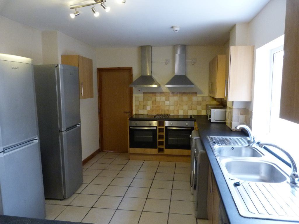 8 Bedrooms House for rent in Miskin Street, Cathays, ( 8 Beds )
