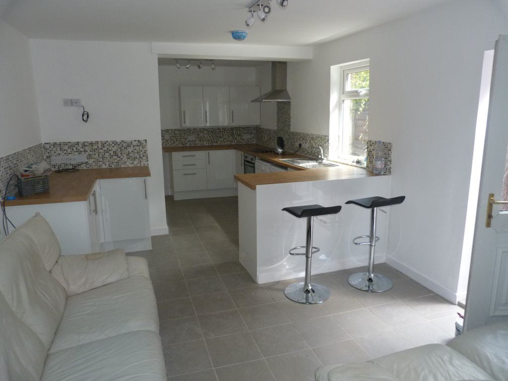 5 Bedrooms House for rent in Wyeverne Road, ( 5 beds )