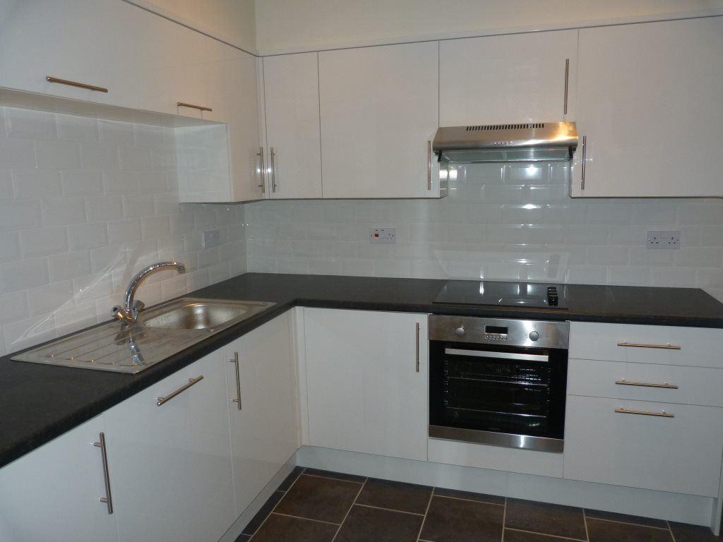 6 Bedrooms House for rent in Pen-Y-Wain Road, Roath, ( 6 Beds )