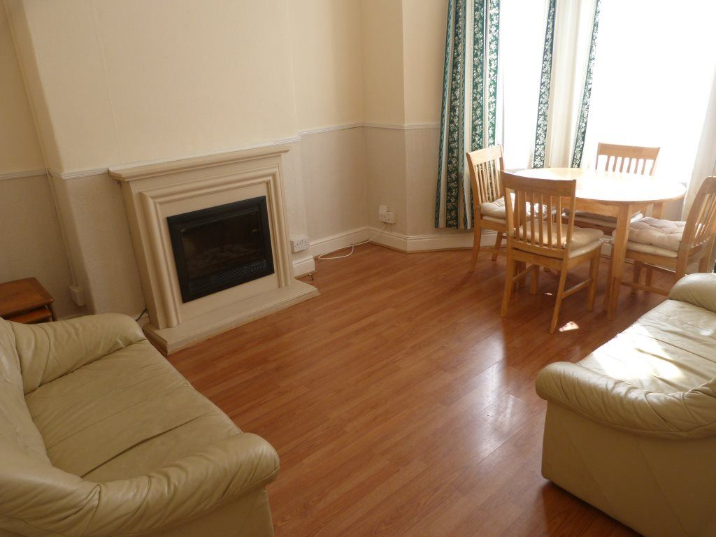 4 Bedrooms House for rent in Richards Street, Cathays, ( 4 Beds )