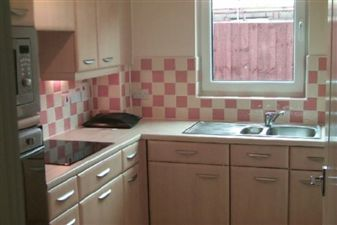Property in Viceroy Mansions, Cardiff Bay ( 2 Beds ) *