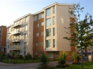 Property in Reresby Court, Cardiff Bay ( 2 Beds ) *