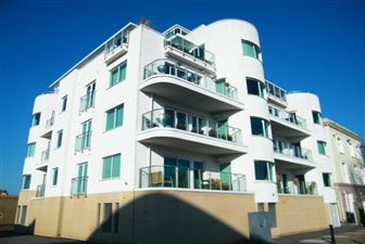 Property in Harbour Point, Cardiff Bay ( 2 Beds )*