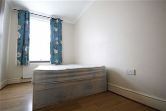Property in Murchison Road, Leyton