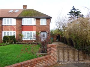Property in Aragon Avenue, Thames Ditton