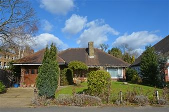 Property in Meadow Walk, South Woodford
