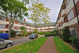 Property in Hermitage Court, South Woodford