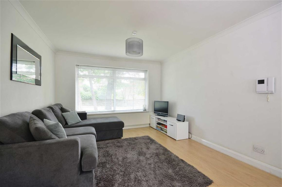 2 Bedrooms Apartment Flat for sale in Nightingale Court, Rickmansworth, Hertfordshire, WD3