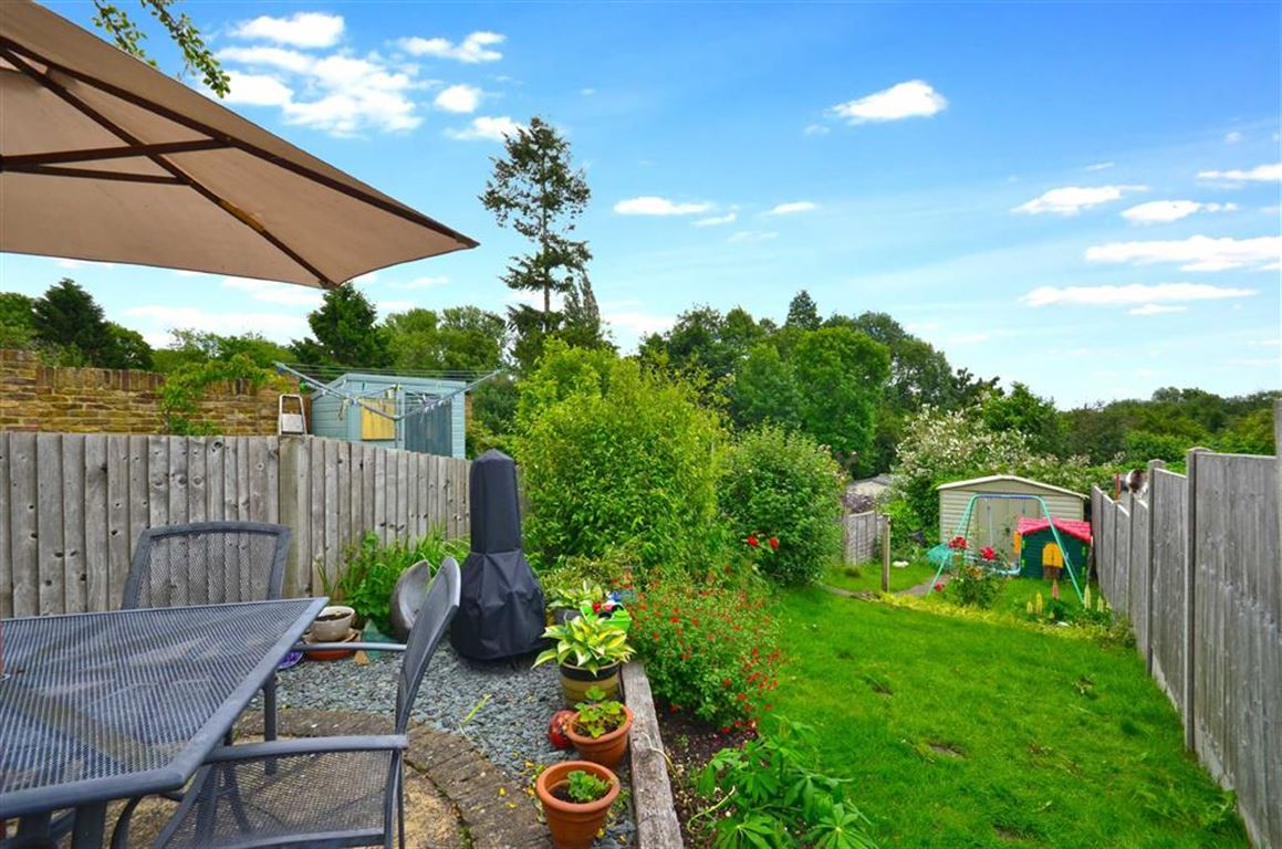 3 Bedrooms End Of Terrace House for sale in Uxbridge Road, Rickmansworth, Hertfordshire, WD3