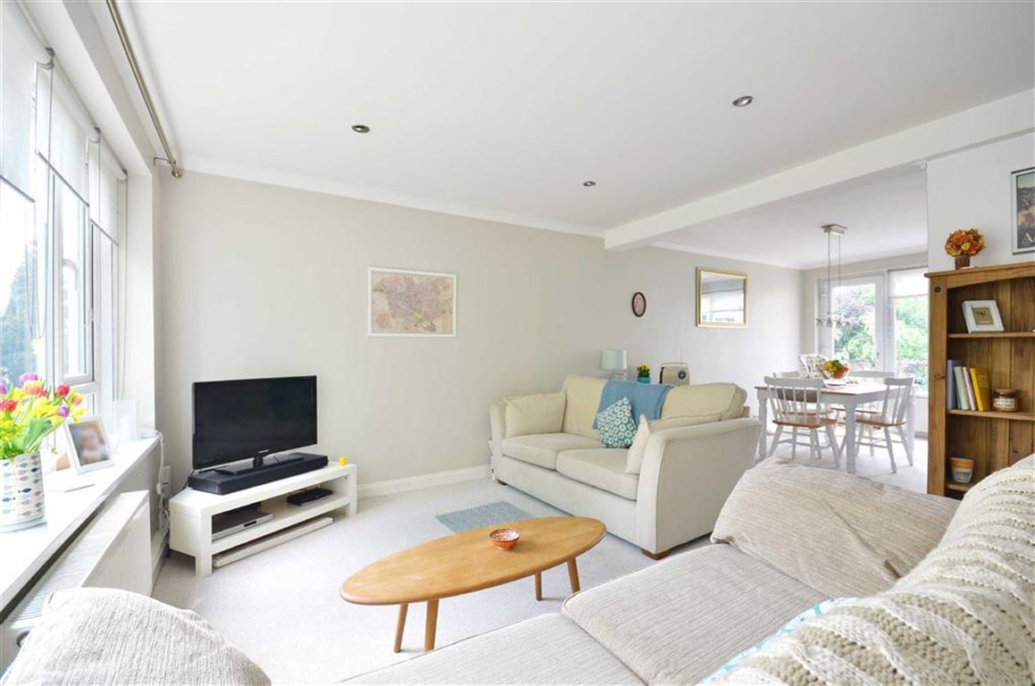 3 Bedrooms Maisonette Flat for sale in Springfield Court, Rickmansworth, Hertfordshire, WD3