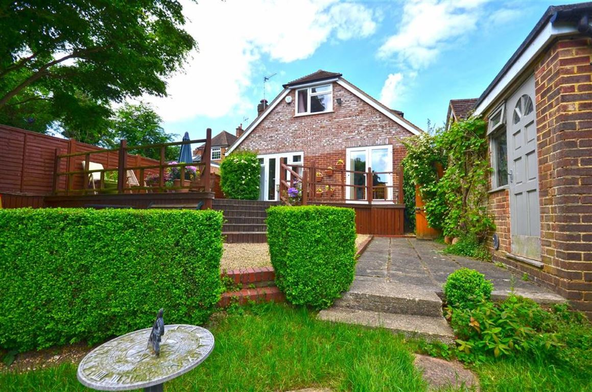 4 Bedrooms Chalet House for sale in Coombe Hill Road, Rickmansworth, Hertfordshire, WD3