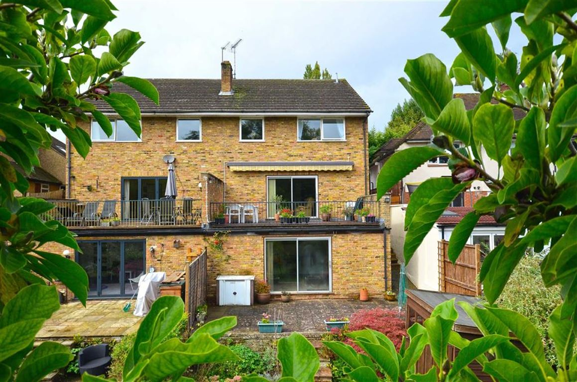 4 Bedrooms Semi Detached House for sale in Uxbridge Road, Rickmansworth, Hertfordshire, WD3