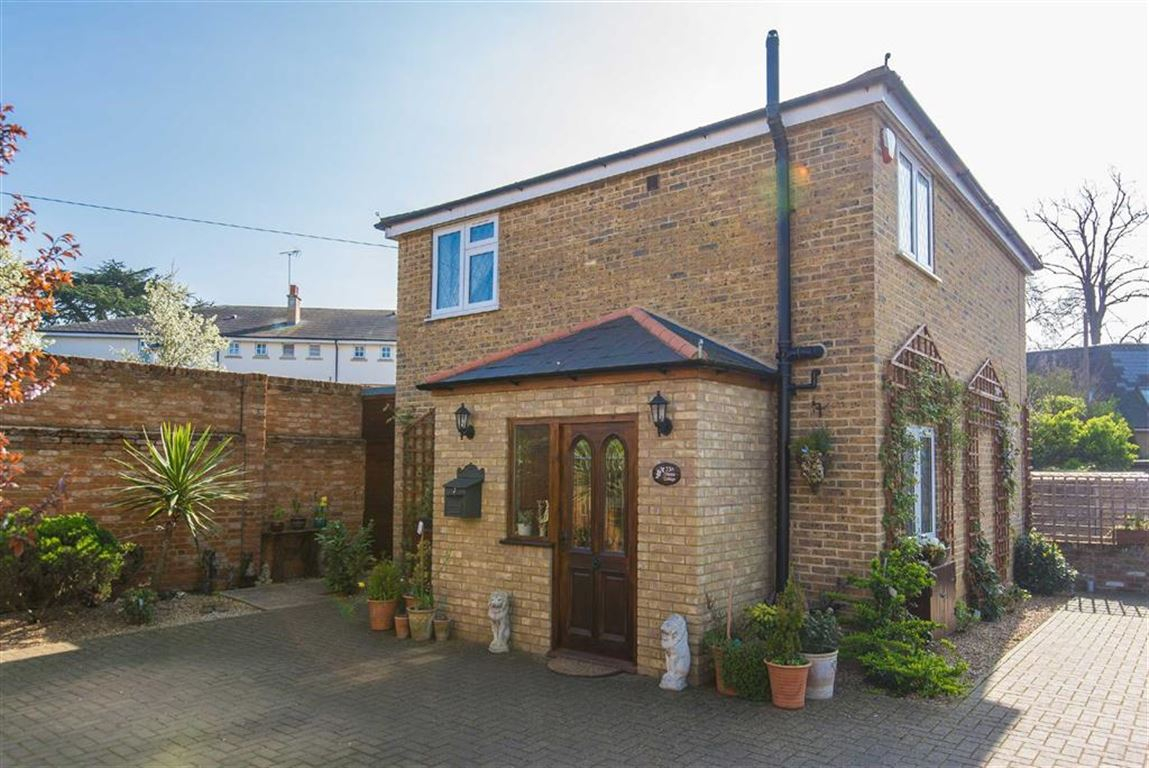 2 Bedrooms Detached House for sale in 23a High Street, Harefield, Middlesex, UB9