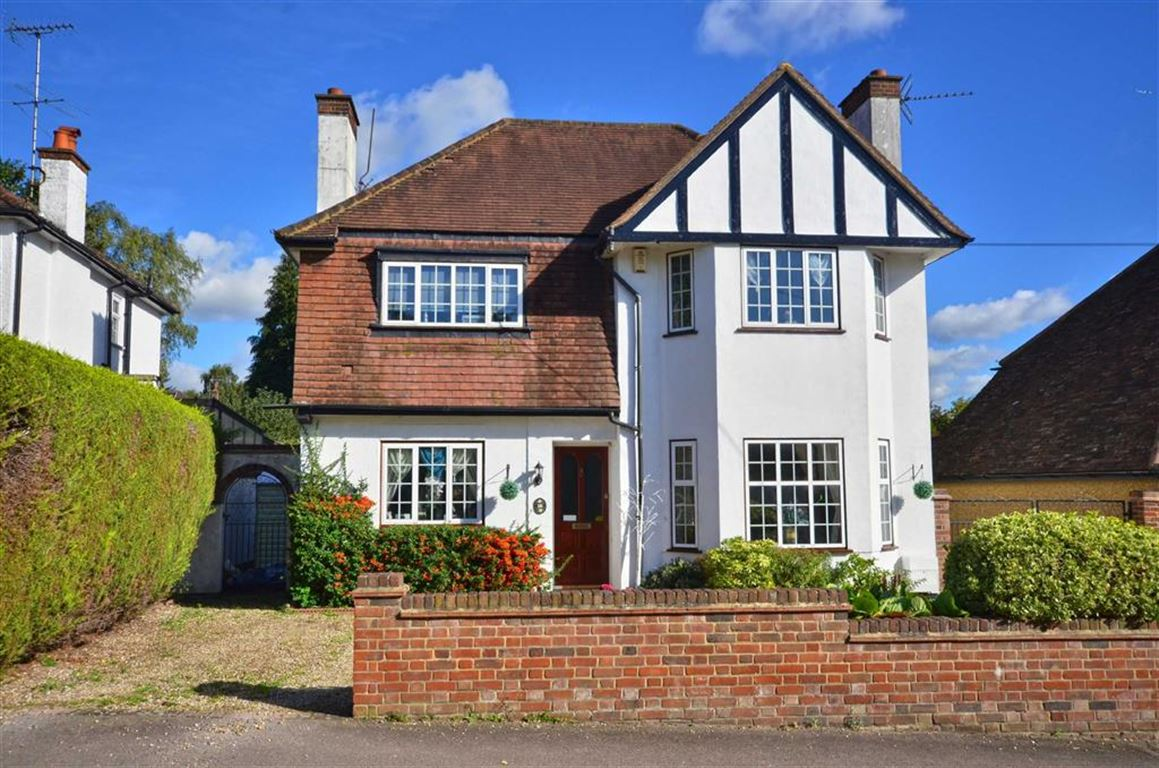 4 Bedrooms Detached House for sale in Shepherds Way, Rickmansworth, Hertfordshire, WD3