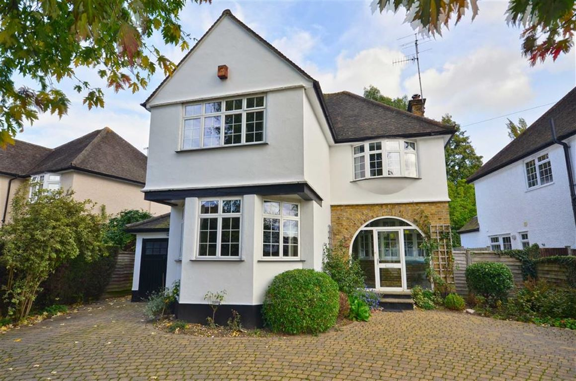 3 Bedrooms Detached House for sale in Meadow Way, Rickmansworth, Hertfordshire, WD3