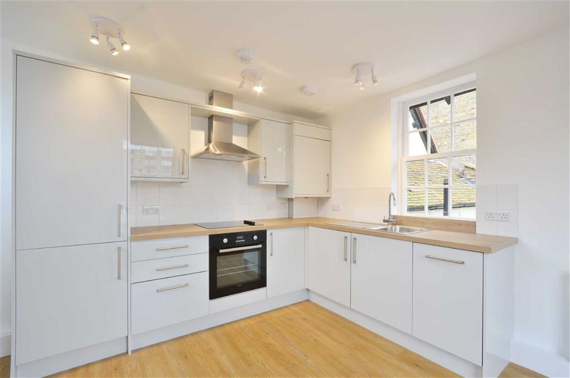 1 Bedroom Apartment Flat for sale in High Street, Rickmansworth, Hertfordshire, WD3