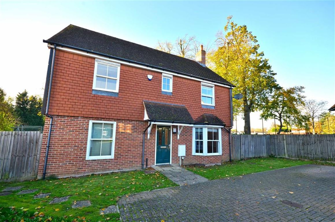 4 Bedrooms Detached House for sale in Dairy Farm Lane, Harefield, Middlesex, UB9