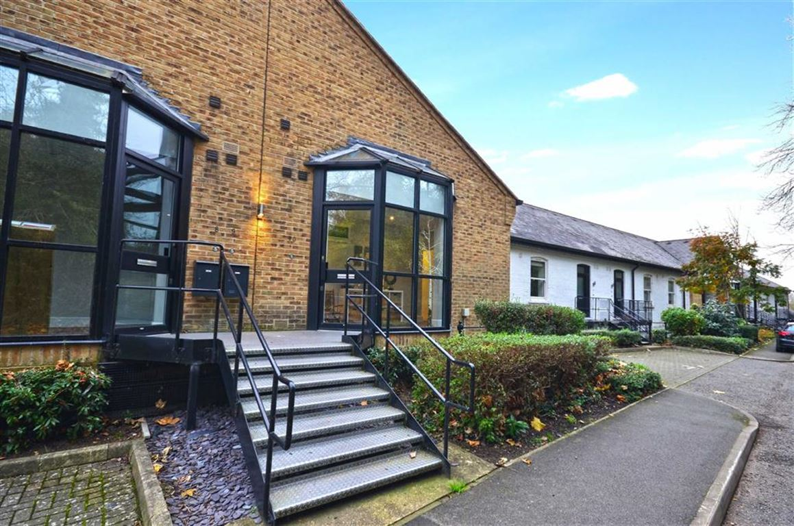 2 Bedrooms Apartment Flat for sale in The Long Room, Harefield, Middlesex, UB9