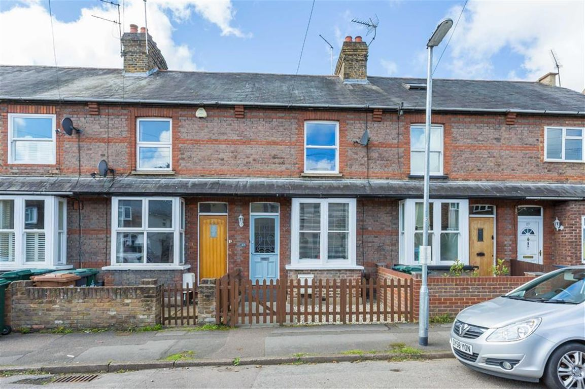 2 Bedrooms Terraced House for sale in Grove Road, Rickmansworth, Hertfordshire, WD3