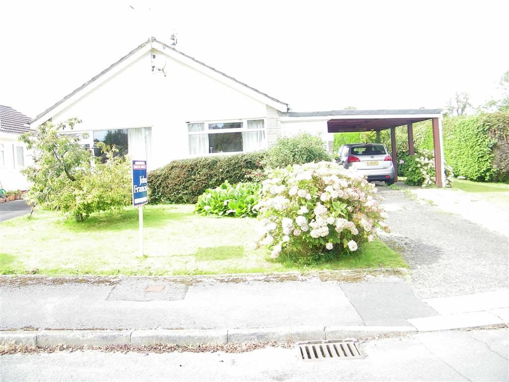 3 Bedrooms Detached Bungalow for sale in Larkspur Close, Narberth, Pembrokeshire