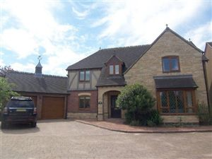 Property in Alice Court, Crick, Northamptonshire