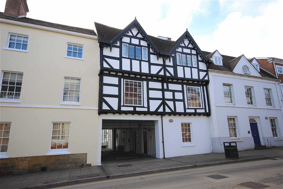 2 Bedrooms Flat for sale in Neville Court, Warwick, CV34
