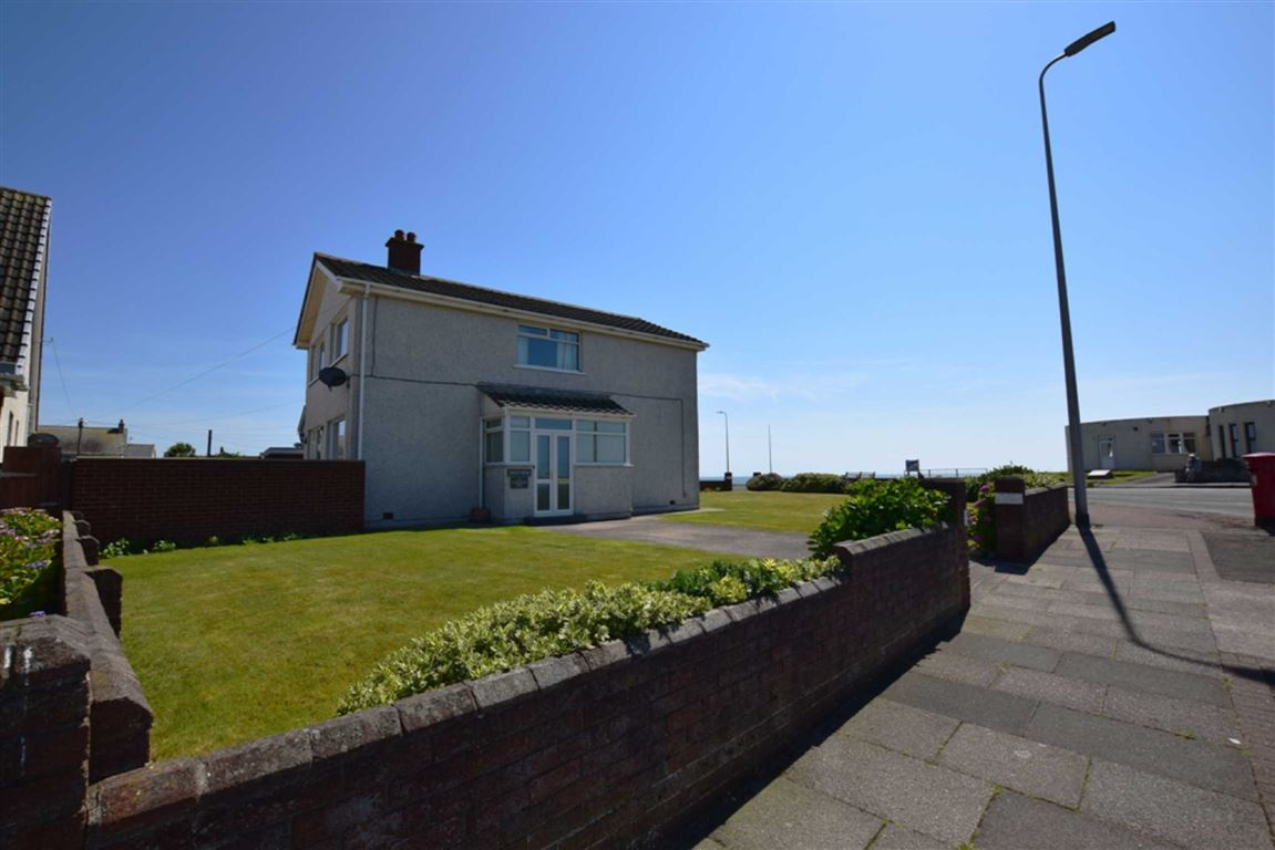 4 Bedrooms Detached House for sale in Biggar Bank Road, Barrow In Furness, Cumbria