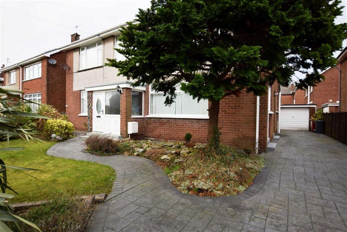 2 Bedrooms Flat for sale in Dane Avenue, Barrow-in-Furness, Cumbria