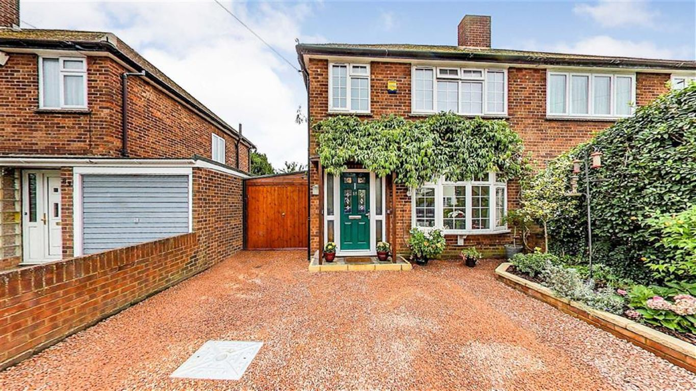 3 Bedrooms Semi Detached House for sale in Eastfield Road, Burnham, Berkshire