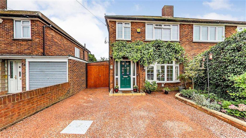 3 Bedrooms Semi Detached House for sale in Eastfield Road, Burnham, Berkshire