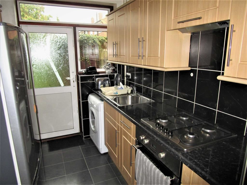 2 Bedrooms Terraced House for sale in Hetherington Close, Slough