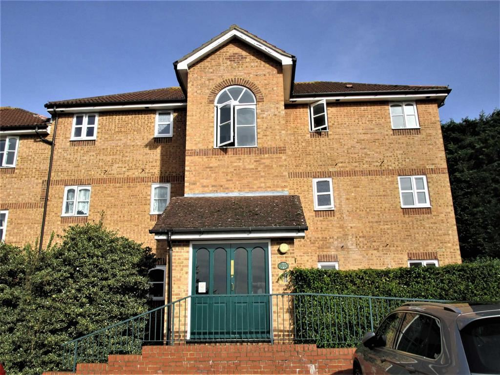 1 Bedroom Flat for sale in Worcester Gardens, Slough, Berkshire