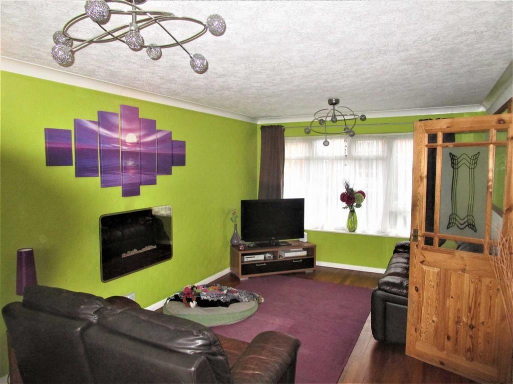 2 Bedrooms Flat for sale in Sandringham Court, Burnham, Berkshire