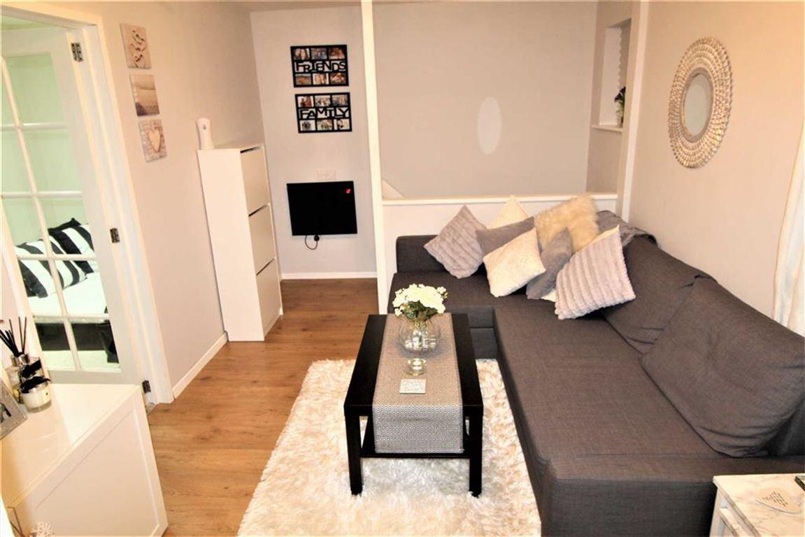 1 Bedroom Flat for sale in Bader Gardens, Slough, Berkshire