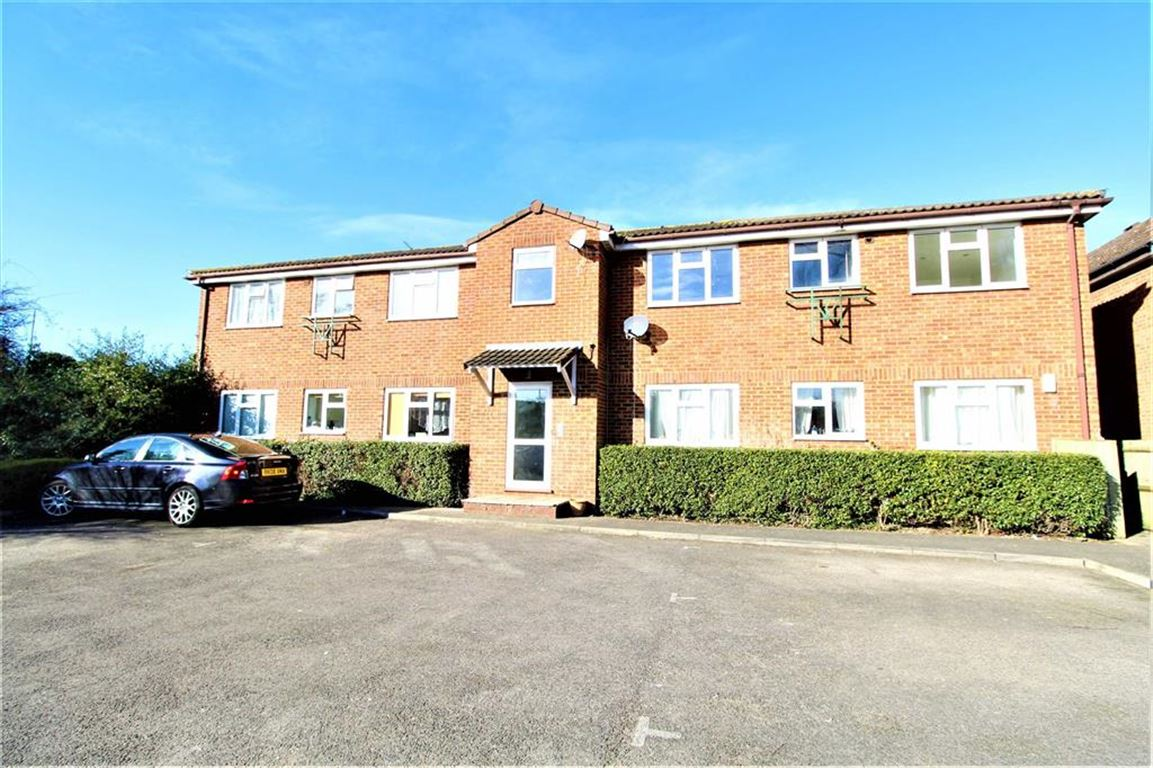 1 Bedroom Flat for sale in Paxton Avenue, Slough