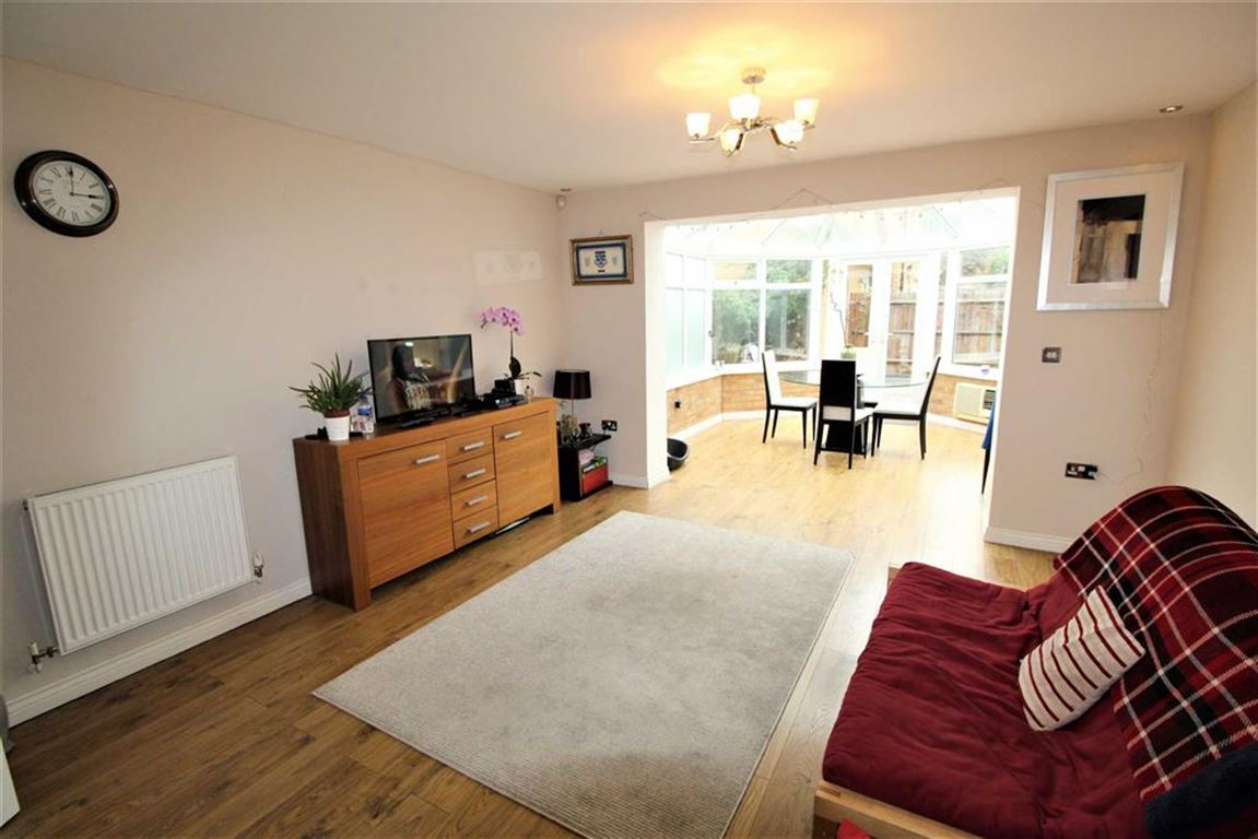 4 Bedrooms Semi Detached House for sale in Swift Close, Cippenham, Berkshire