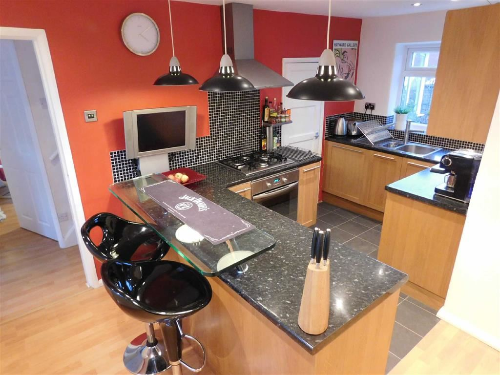 2 Bedrooms Property for sale in Windsor Drive, Marple, Stockport