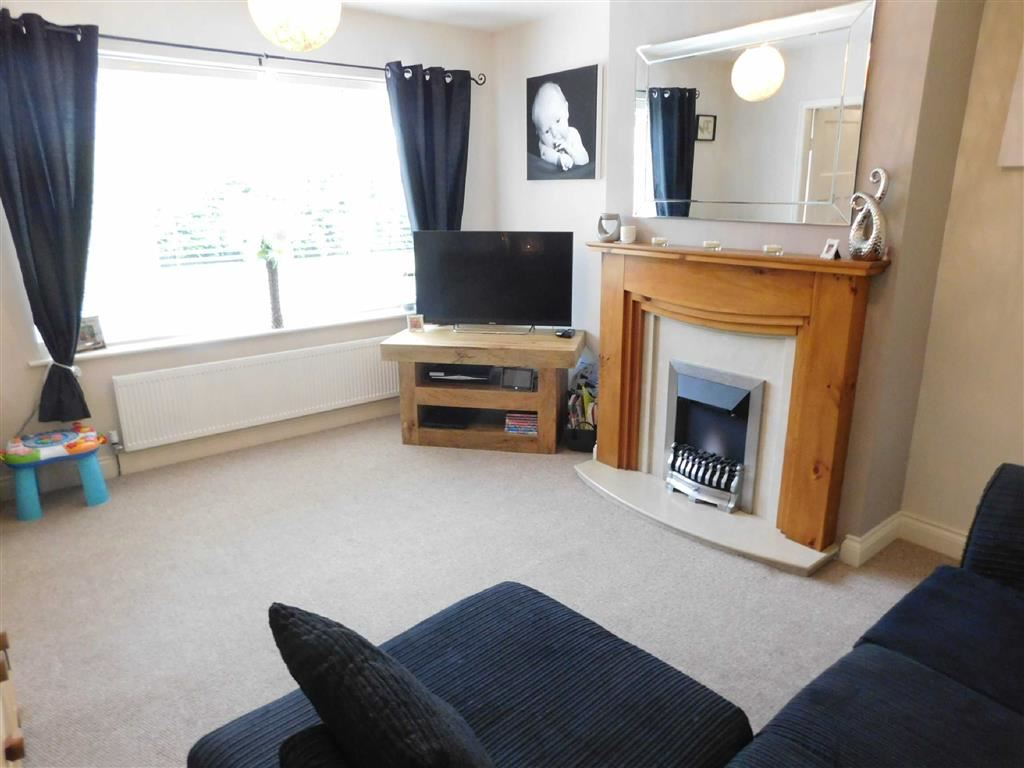 3 Bedrooms Semi Detached House for sale in Hibbert Lane, Marple, Stockport