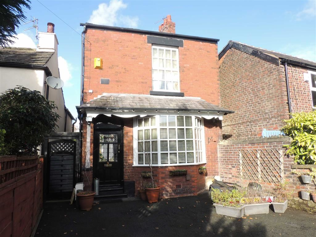 2 Bedrooms Detached House for sale in Bredbury Green, Romiley, Stockport
