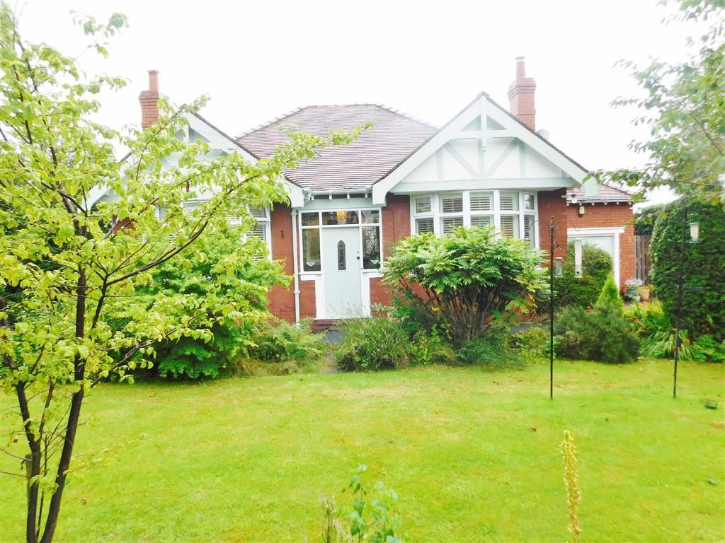 3 Bedrooms Detached House for sale in Barrack Hill, Romiley, Stockport