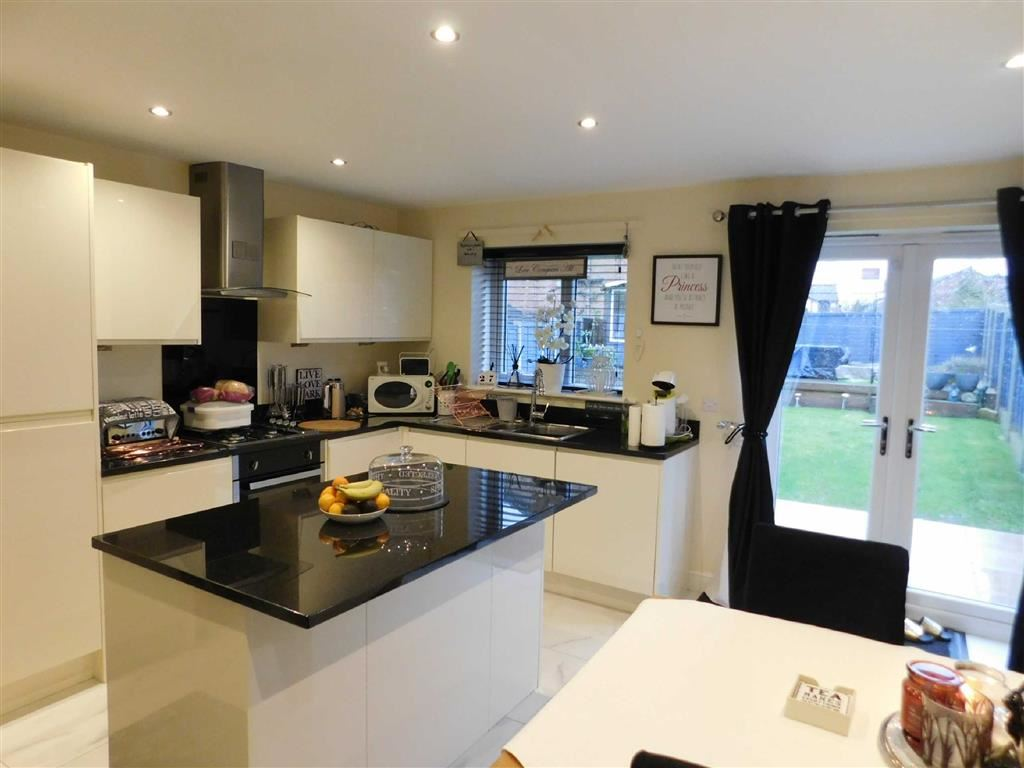 3 Bedrooms Semi Detached House for sale in Manor Road, Woodley, Stockport