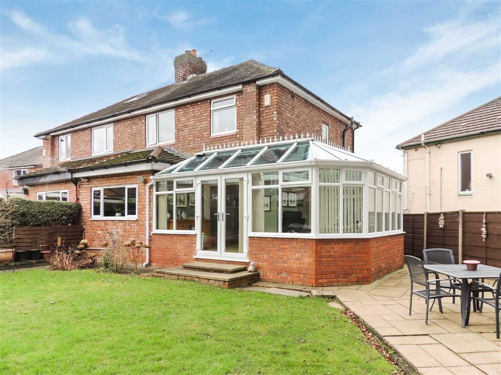 3 Bedrooms Semi Detached House for sale in The Quadrant, Romiley, Stockport