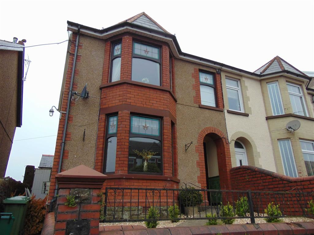 3 Bedrooms Property for sale in Heol-Y-Plwyf, Pontypridd