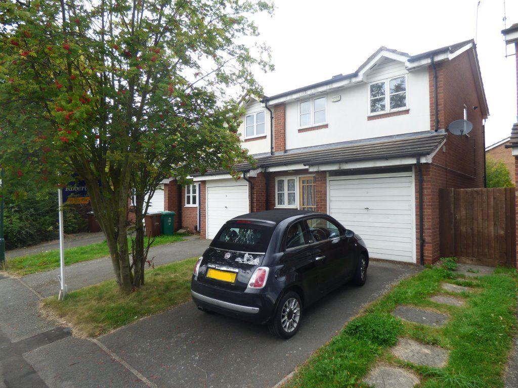 3 Bedrooms Terraced House for rent in Heron Drive, Lenton, Nottingham, NG7 2DE