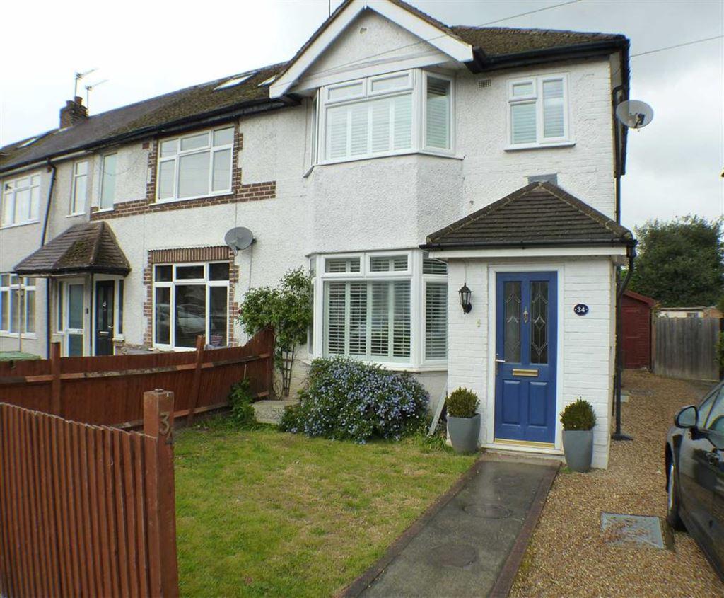 3 Bedrooms Property for sale in Hart Road, Byfleet, Surrey