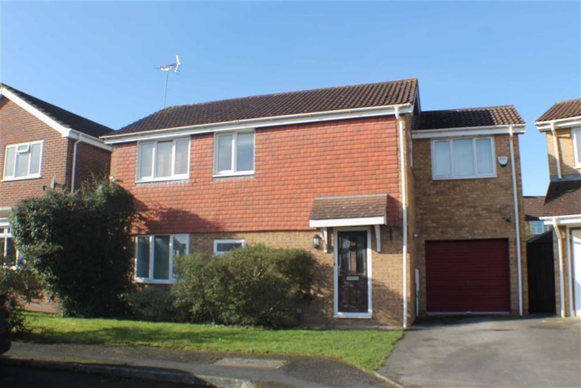 4 Bedrooms Detached House for sale in Ryan Close, Sparcells, Swindon