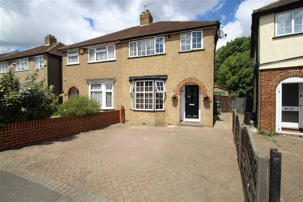 3 Bedrooms Property for sale in Dickens Avenue, Uxbridge, Middlesex