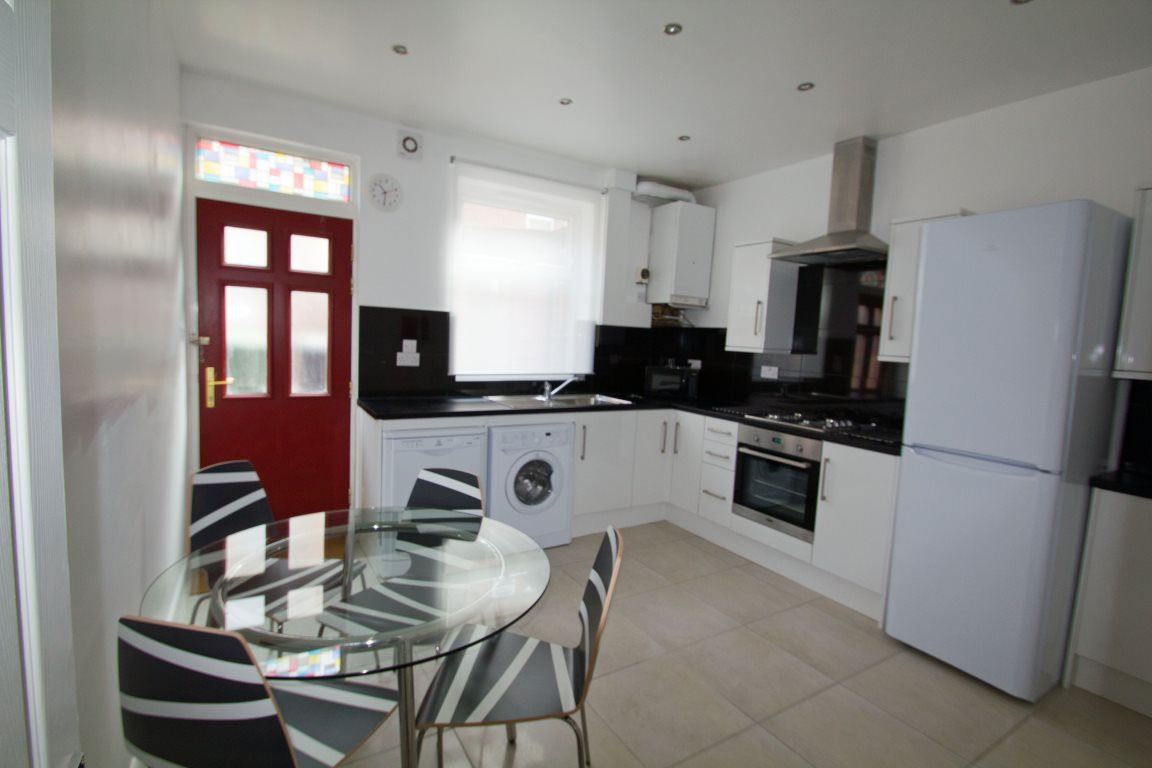 Burley Lodge Terrace, Hyde Park, LS6 1QD