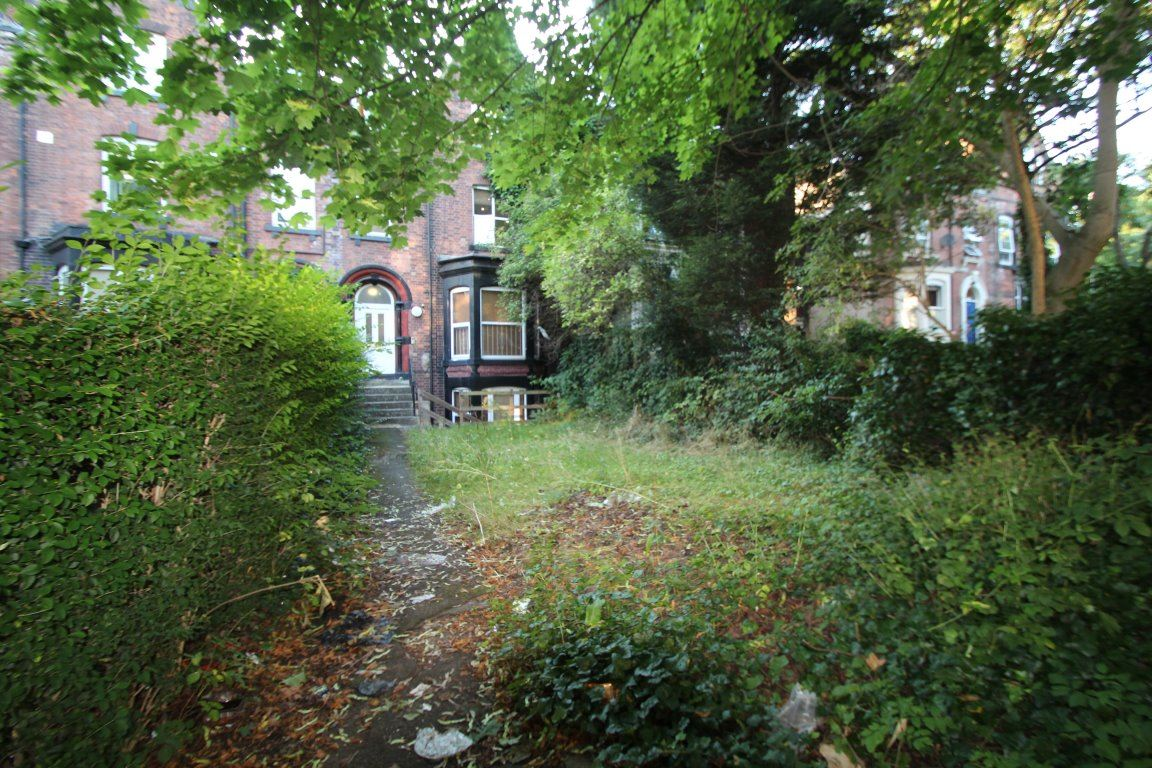 St Johns Terrace Hyde Park Leeds Ls3 1dy Student And
